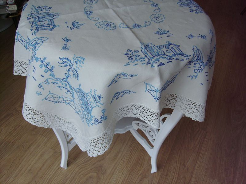 vintage willow pattern tablecloth
